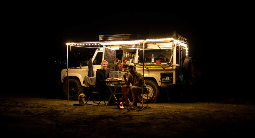 Converted Defender from thesunnyside at night, Philipp and Karo in front of it.