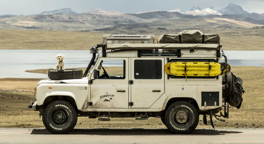 thesunnyside's converted Defender campervan with the mountains in the background.
