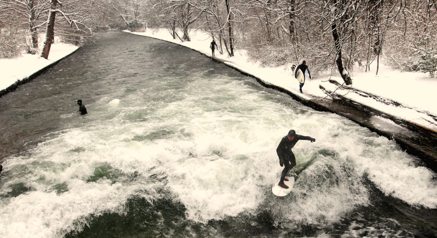 The Eisbach wave is also a popular spot in winter.
