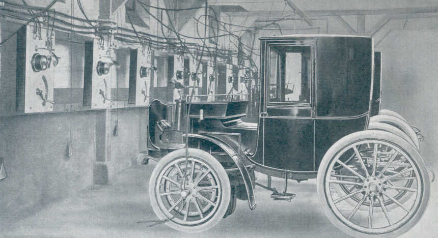 Historical charging hall: an electric car from the 19th century is charged. Image: https://www.thetruthaboutcars.com/2013/02/plus-ca-charge-electric-touring/#jp-carousel-477865