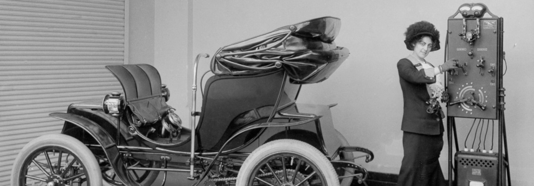 Car driver charges her electric car using a charging device back in 1912. Image: Schenectady Museum; Hall of Electrical History Foundation/Corbis