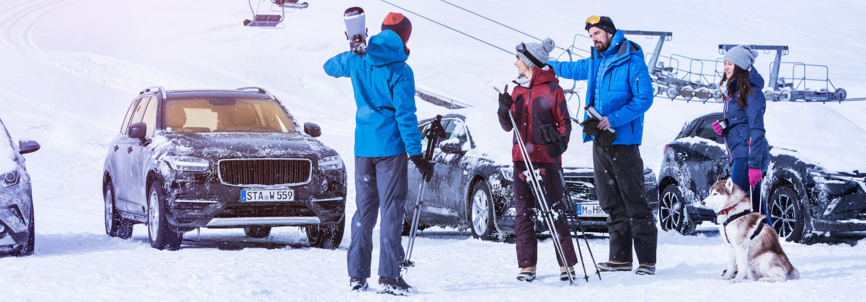 Group of skiers in front of their preheated car thanks to a Webasto parking heater
